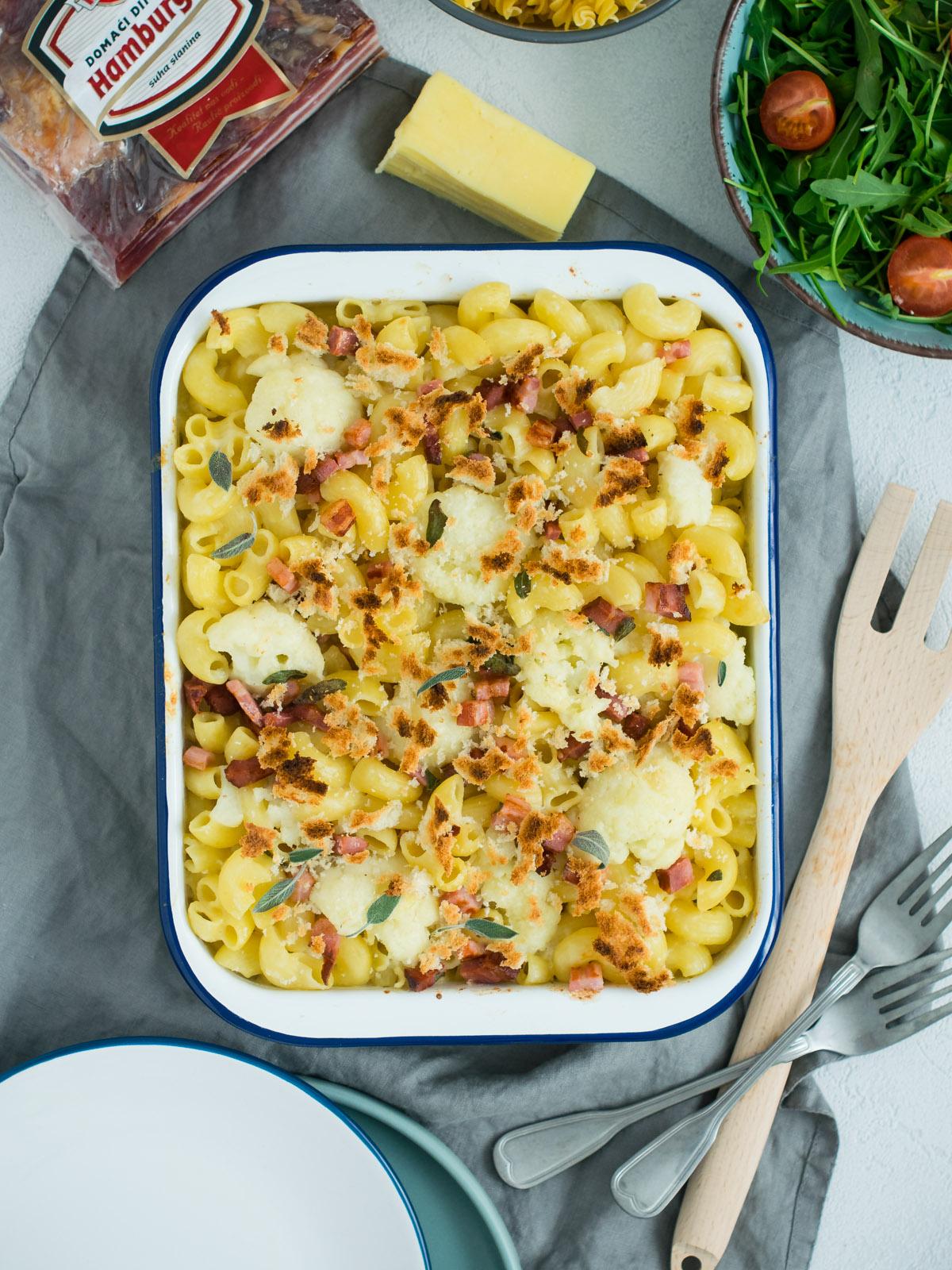 zapecena tjestenina s cvjetacom i slaninom-8